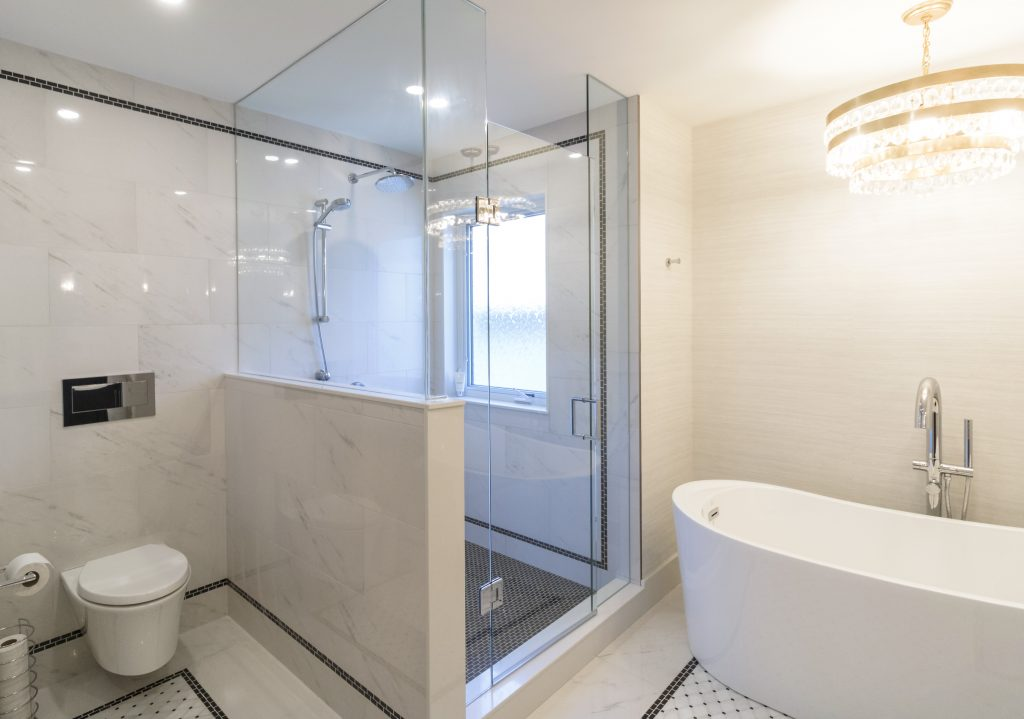 Soaker tub and wall-mounted toilet